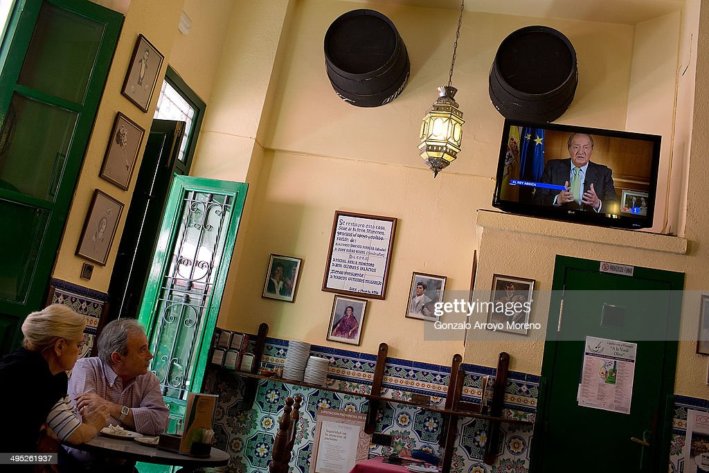 People watch the televised abdication speech by King Juan Carlos of Spain at a typical Andalusian tavern on June 2, 2014 in Jaen, Andalucia, Spain. King Juan Carlos of Spain has renounced the throne after 39 years and will be succeeded by his son, Prince Felipe.