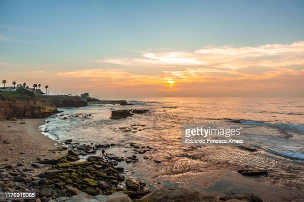 people watching the sunset on the coast of la jolla, san diego - la jolla stock pictures, royalty-free photos & images