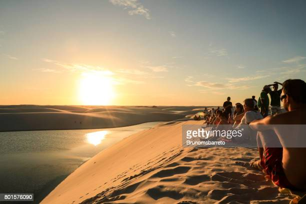 people watching the sunset - lencois maranhenses national park stock pictures, royalty-free photos & images