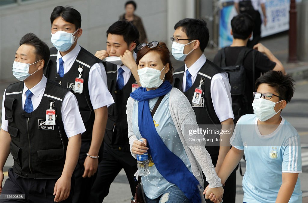 South Korea Announces First Two MERS Deaths : News Photo