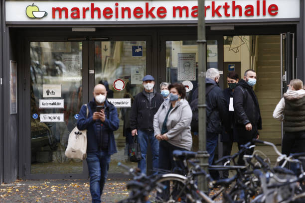 DEU: Berlin Mandates Face Masks Outside In Commercial Areas