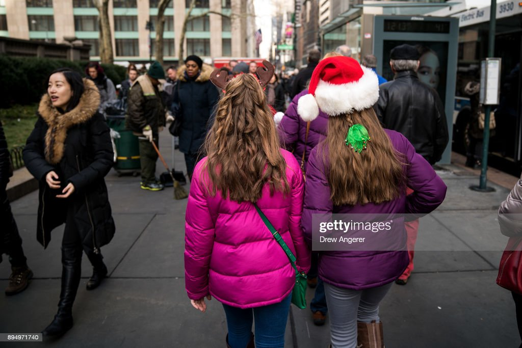 New York City In The Holiday Spirit One Week Before Christmas