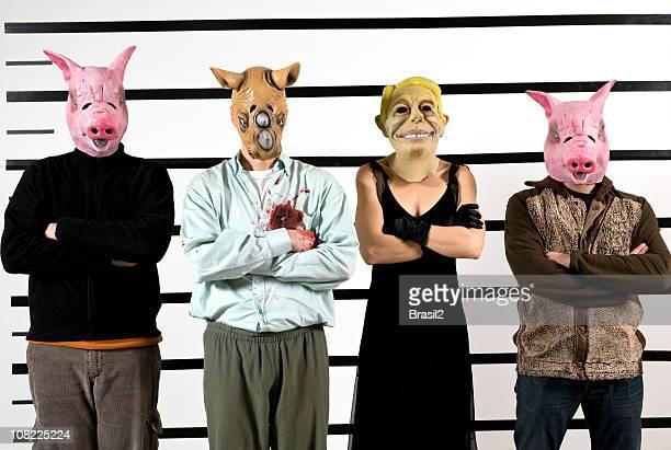 la gente usa cerdos, cat y otros máscaras en rueda de reconocimiento - maltrato animal fotografías e imágenes de stock