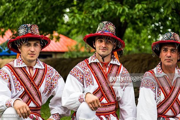 people wearing traditional romanian clothing in bucharest, romania - romênia - fotografias e filmes do acervo