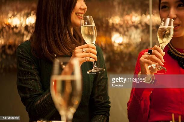 人々がお楽しみいただける「レストラン」でのパーティ