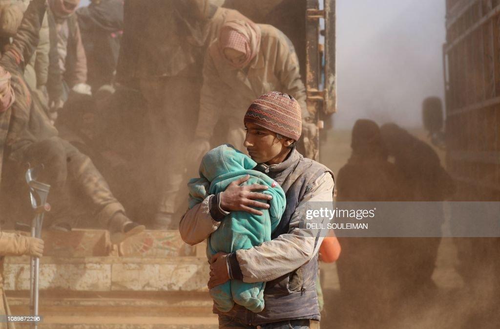 TOPSHOT-SYRIA-CONFLICT-IS-DISPLACED : Nachrichtenfoto
