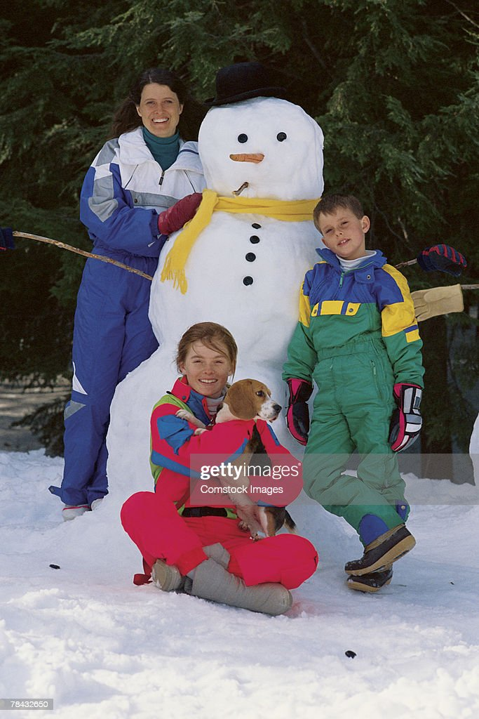 People with snowman : Stockfoto