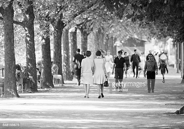 people women and men on the treelined road Koenigsallee avenue promenade freetime springtime DDuesseldorf Rhine North RhineWestphalia