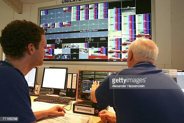 Television Master Control Room Stock Fotos Und Bilder Getty Images