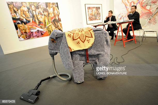 People work on the preparations of the 35th edition of the international contemporary art fair, FIAC on October 21, 2008 at the Cour Carree of the...