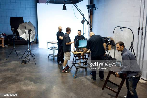 people working behind the scenes on a film set - film set stock pictures, royalty-free photos & images