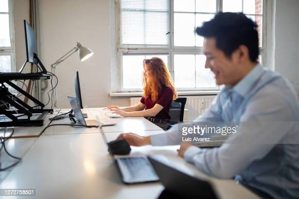 people working on computers in it company - employee engagement stock pictures, royalty-free photos & images