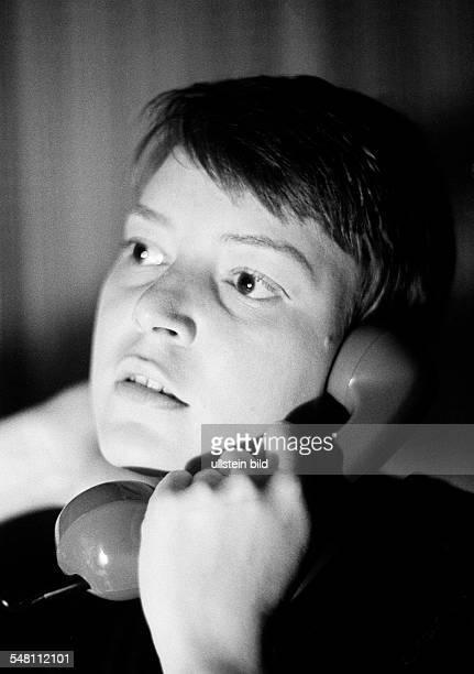people young girl portrait aged 20 to 25 years telephone earphone Monika