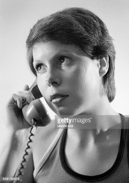 People, young girl, portrait, aged 20 to 25 years, telephone, earphone, Gaby, Gabi -
