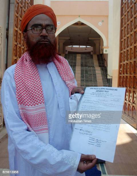 People's War Against Terror Maulana Mansoor Ahmed Cheif of Jama Masjid showing the circular that has been sent to all the societies in Mira road