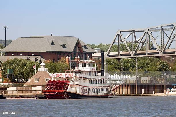 ピオリアイリノイパドルボートに乗って川へ - ペオリア ストックフォトと画像