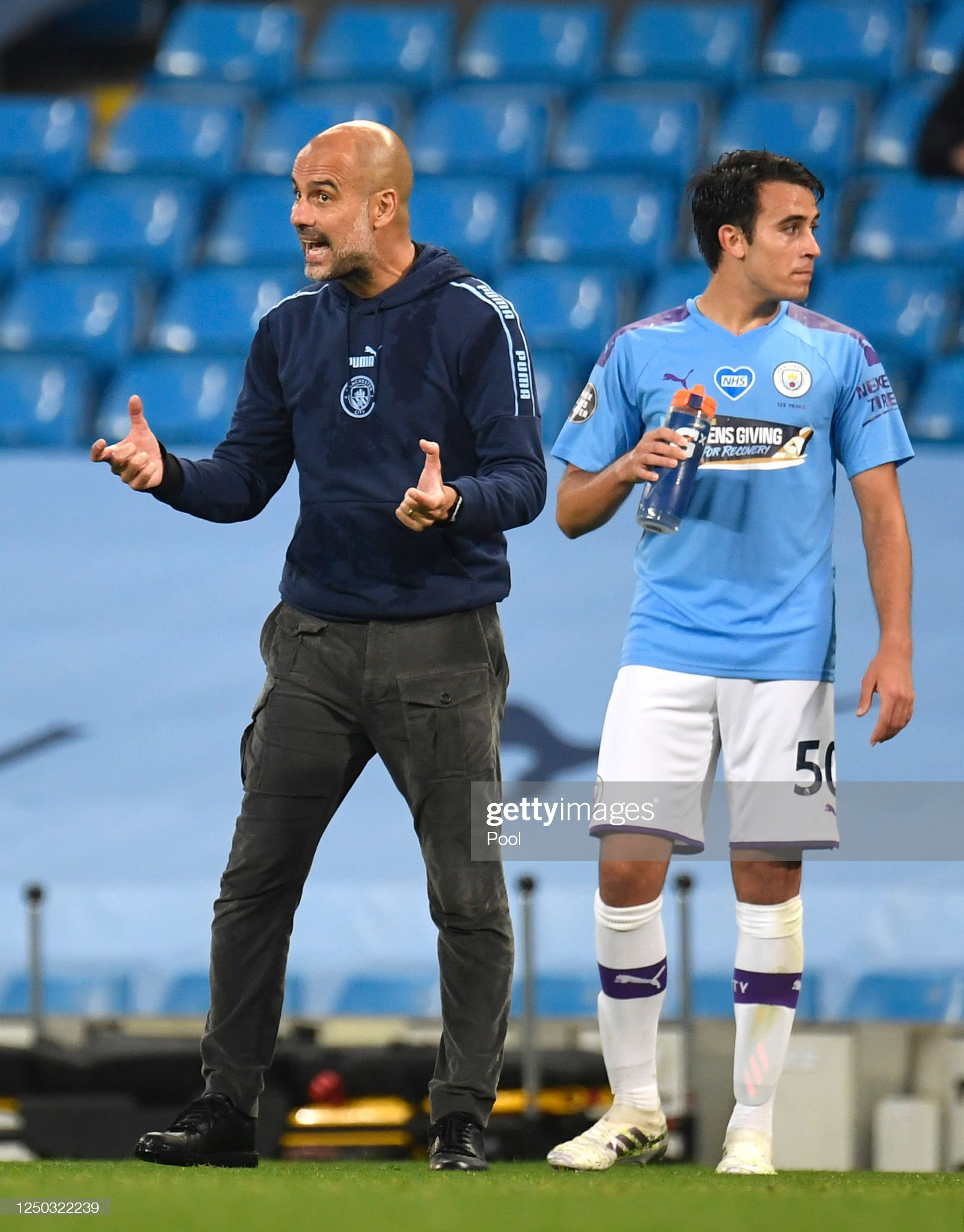 ¿Cuánto mide Eric Garcia? - Altura real: 1,79 - Real height Pep-guardiola-manager-of-manchester-city-reacts-as-eric-garcia-of-picture-id1250322239?s=2048x2048