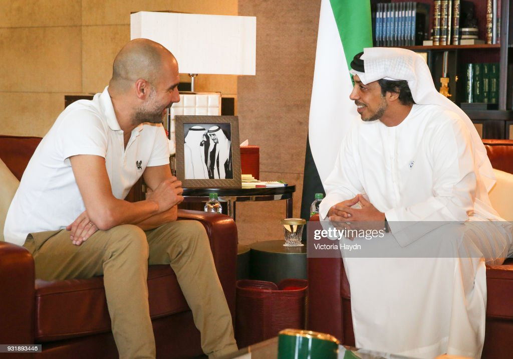 Pep Guardiola meets HH Sheikh Mansour bin Zayed Al Nahyan at the Presidential Affairs Office in Abu Dhabi... : Nieuwsfoto's
