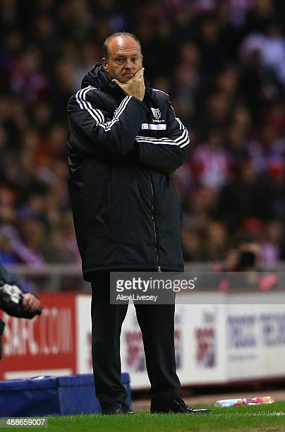 Pepe Mel the manager of West Bromwich Albion looks on during the Barclays Premier League match between Sunderland and West Bromwich Albion at the...