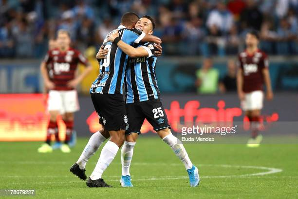 Pepe of Gremio celebrates after scoring the equalizing goal with his teammate during a semi final first leg match between Gremio and Flamengo as part...