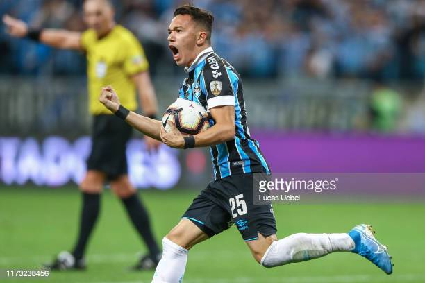 Pepe of Gremio celebrates the equalizing goal during a semi final first leg match between Gremio and Flamengo as part of Copa CONMEBOL Libertadores...