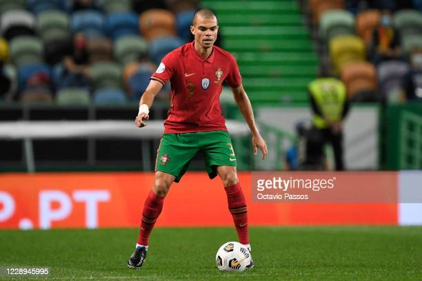 Pepe of Portugal controls the ball during the international friendly match between Portugal and Spain at Estadio Jose Alvalade on October 7, 2020 in...
