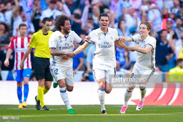 Pepe of Real Madrid CF celebrates scoring their opening goal and Luka Modric with teammates Marcelo <during the La Liga match between Real Madrid CF...