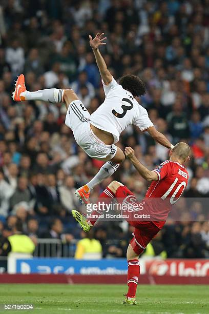 Pepe of Real Madrid CF duels for the ball with Arjen Robben of FC Bayern Munich during the UEFA Champions League Semifinal first leg match between...