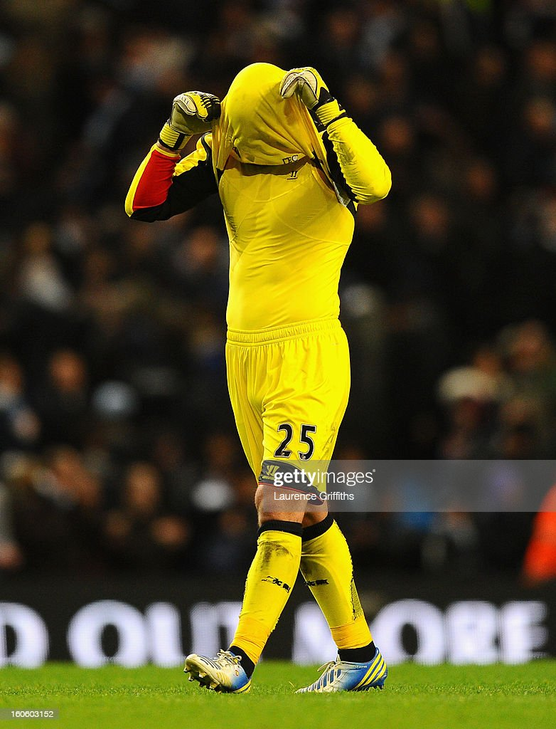 Pepe Reina of Liverpool shows his frustration during the Barclays Premier League match between Manchester City and Liverpool at the Etihad Stadium on February 3, 2013 in Manchester, England.