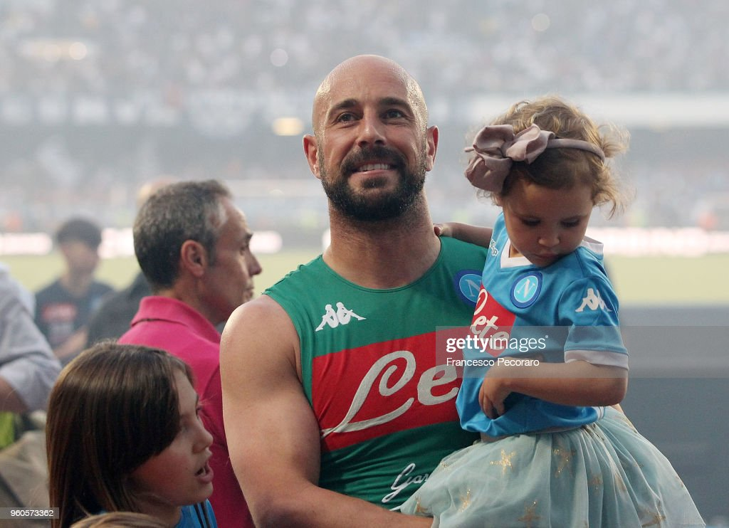 Pepe Reina of SSC Napoli in tears celebrate the victory after the Serie A match between SSC Napoli and FC Crotone at Stadio San Paolo on May 20, 2018 in Naples, Italy.