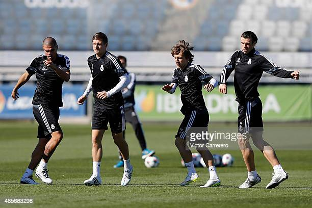 Pepe Toni Kroos Luka Modric and Gareth Bale of Real Madrid warm up during a training session at Valdebebas training ground on March 9 2015 in Madrid...