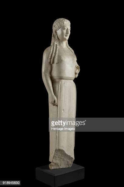Peplos Kore from Athenian Acropolis 540520 BC Small statue of kore type She has long hair falling in symmetrical tresses on either side of the head...
