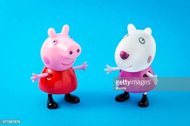 peppa pig animated television series characters: peppapig and suzy sheep - peppa pig stock pictures, royalty-free photos & images