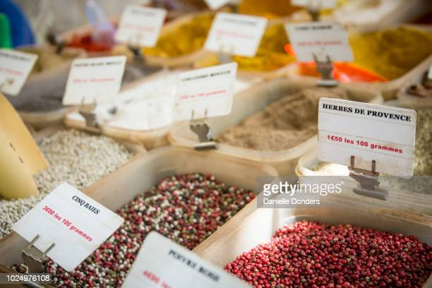 "peppercorns and other spices for sale at a paris market - ""danielle donders"" stock pictures, royalty-free photos & images"