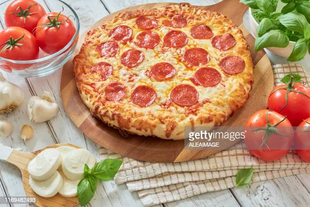 pepperoni pizza - pepperoni pizza stock pictures, royalty-free photos & images