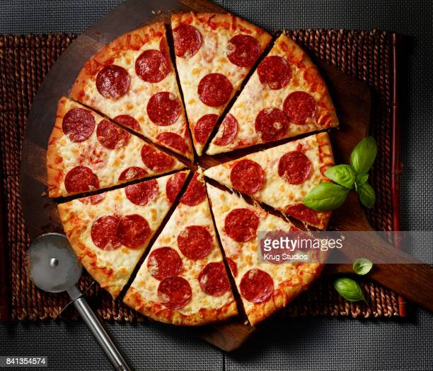 pepperoni pizza - pepperoni pizza stock photos and pictures
