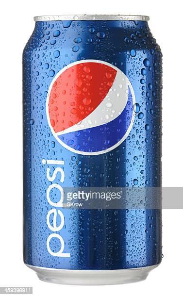 Pepsi pouvez avec des gouttelettes d'eau