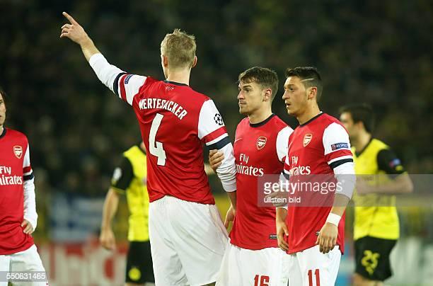 Per Mertesacker Aaron Ramsey Mesut Oezil Özil Aktion Gestik FC Arsenal London Sport Fußball Fussball England Premier League SignalIdunaPark Dortmund...
