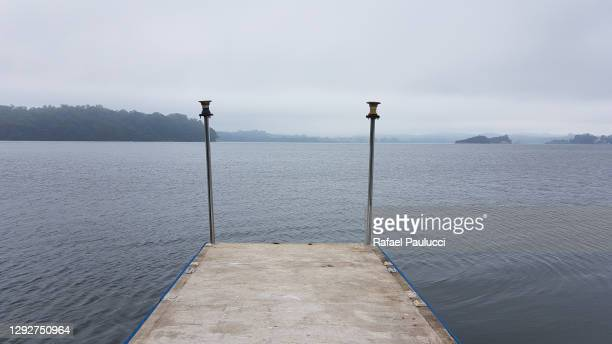 píer na represa guarapiranga - píer stock pictures, royalty-free photos & images