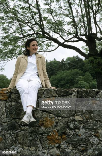 Perchée sur le muret de l'ancienne auberge du Pin sur la côte de saintPéret qui fut le berceau de la famille