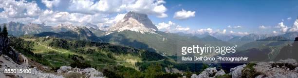 Percorrendo il sentiero che sale verso il lago Coldai (Zoldo Alto, Veneto,Dolomiti)