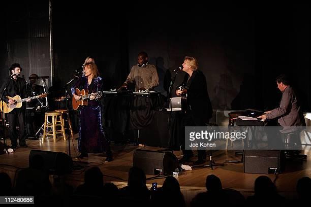 Percussionist Everett Bradley Rapper John Forte Back up singer Jill Dell'abate David Saw on guitar DJ Logic AKA Jason Kibler singer Carly Simon Peter...