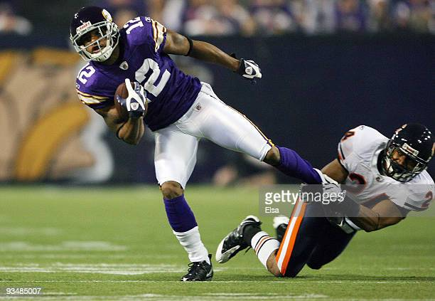 Percy Harvin of the Minnesota Vikings breaks away from Al Afalava of the Chicago Bears on November 29 2009 at Hubert H Humphrey Metrodome in...