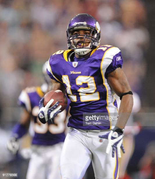 Percy Harvin of the Minnesota Vikings returns a kickoff for a touchdown during an NFL game against the San Francisco 49ers at the Hubert H Humphrey...