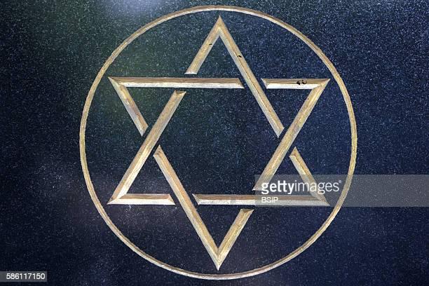 Pere Lachaise cemetery Jewish star