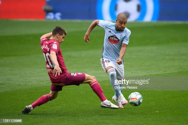 Pere Pons of Deportivo Alaves battles for possession with Rafinha of Celta Vigo during the Liga match between RC Celta de Vigo and Deportivo Alaves...