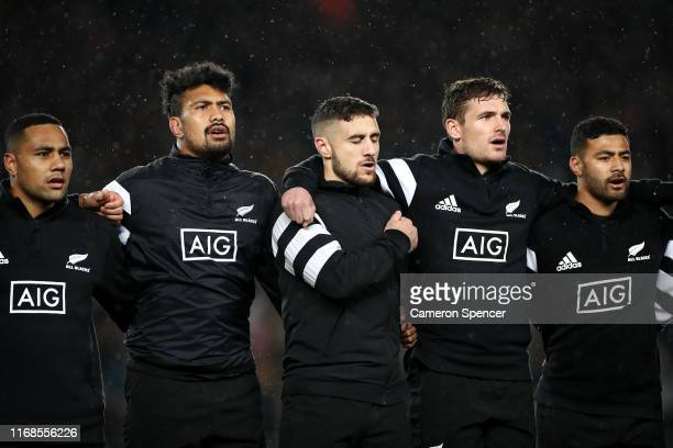 Perenara of the All Blacks and team mates sing the New Zealand national anthem during The Rugby Championship and Bledisloe Cup Test match between the...