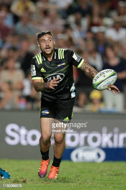 Perenara of the Hurricanes passes the ball away from a scrum during the round one Super Rugby match between the Waratahs and the Hurricanes at...