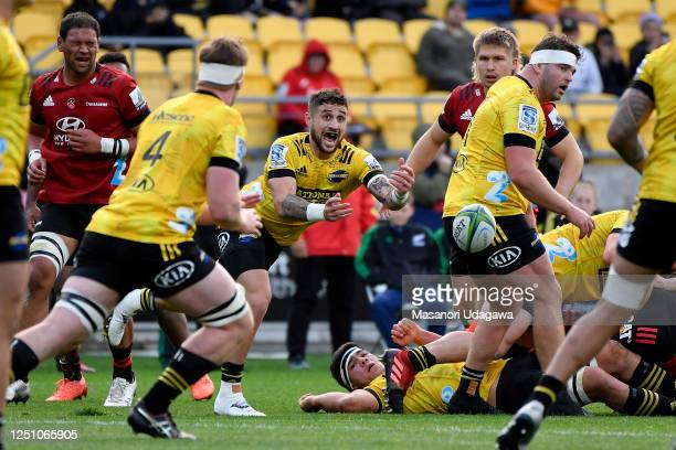 Perenara of the Hurricanes passes the ball during the round 2 Super Rugby Aotearoa match between the Hurricanes and the Crusaders at Sky Stadium on...