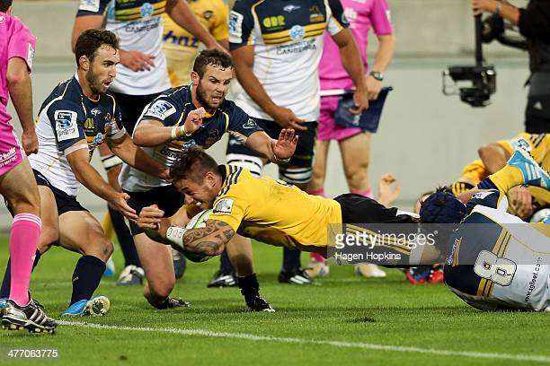 Perenara of the Hurricanes scores a try during the round four Super Rugby match between the Hurricanes and the Brumbies at Westpac Stadium on March 7...